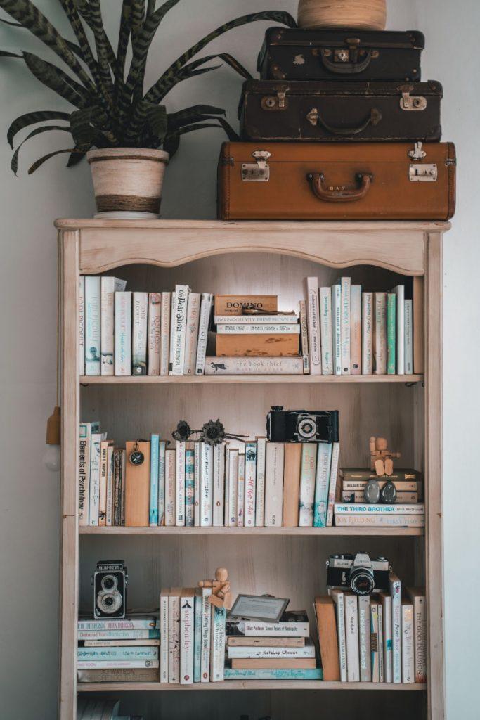 Bild von Bücherregal